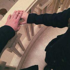идеальная пара: у одного человека холодные руки, а у другого горячие. вместе они поддерживают идеальную температуру, когда держатся за руки цель отношений: термодинамическое равновесие
