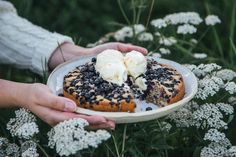 Luonnonkaunis: Helppo vegaaninen mustikkapiirakka Acai Bowl, Breakfast, Food, Acai Berry Bowl, Morning Coffee, Essen, Meals, Yemek, Eten