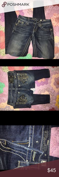 size 25 skinny miss mes almost perfect condition ( the button is missing ) size 25 skinnys/ make offers! Miss Me Jeans Skinny