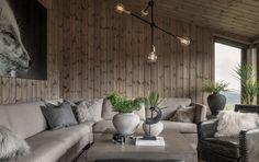 BUD MOTTATT! Spektakulær utsikt fra Fageråsens fineste tomt. Totalrenovert hytte der alt er tenkt på. | FINN.no Couch, Rustic, Furniture, Home Decor, Country Primitive, Settee, Sofa, Couches, Farmhouse Style