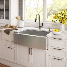 Kraus sinks add flair to any modern kitchen decor. Handcrafted from premium stainless steel for maximum durability, this farmhouse sink is a new twist on the classic apron front design. The extra-deep basin easily fits your largest cookware Rustic Kitchen Sinks, Kitchen Sink Faucets, New Kitchen, Kitchen Decor, Farmhouse Sinks, Farmhouse Style, Farmhouse Budget, Awesome Kitchen, Bathroom Sinks