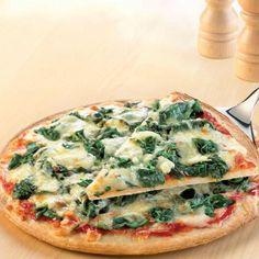 La receta de pizza con espinaca, es muy saludable, ligera y buenísima, te invito a prepararla y disfrutar de esta receta. Vegetarian Pizza, Vegetarian Recipes, Healthy Recipes, Healthy Food, Calzone, Stromboli, Pizza Nostra, Cheap Meal Plans, Lean Cuisine