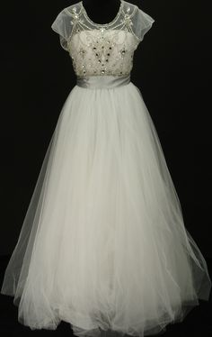 This would make a pretty wedding dress! - vintage