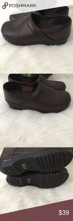 🌼CS Clogs Womens Brown Leather Made in Italy CS Clogs Womens Brown Leather Made in Italy Classic Full Foot Shoe Women's Sz 9  Item has been examined and is in pre-owned condition. The known faults are called out below in the Areas of Flaws section. Please review all pictures and thoroughly inspect each before purchasing.   Areas of Flaws: 1. Leather is not tucked on back of right shoe 2. Slight Scuffing CS Clogs Shoes Mules & Clogs