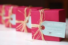 Love the natural raffia alongside the hot pink and aqua