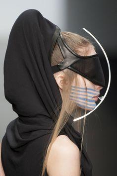 "missing-light: "" Haizhen Wang - Fall 2013 - LFW "" Dark Fashion, Fashion Art, Fashion Design, Punk, Costume Original, Mode Costume, Fallen London, Gothic, Future Fashion"