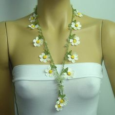 New Spring 2012 Crochet oya lace white daisy necklace with jade stones