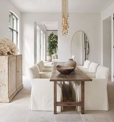 Isn't this lovely . a narrow dining table allowing closer conversations - Narrow Dining Tables, Antique Dining Tables, Bungalow Interiors, Kitchens And Bedrooms, Dining Room Inspiration, Interior Inspiration, Dining Room Design, Cheap Home Decor, Home Interior Design