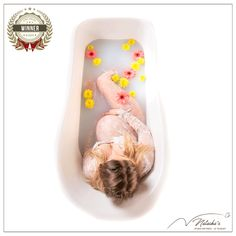Si vous souhaitez vous aussi organiser votre Shooting grossesse bain de lait dans le Val de Marne, n'hésitez pas à nous contacter ! Organiser, Bathtub, Studio, Milk Bath, Baby Arrival, Baby Born, Standing Bath, Bathtubs, Bath Tube