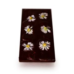 You will quickly embrace this chocolate with its floral beauty and taste. We candy the daisies one by one, with greatest care so that they maintain their perfect shape and colour. With this indulgent treat you can taste the natural sweetness of fresh strawberries, without any sugar added or any sweeteners and preservatives. Unlike dehydrating, freeze-drying locks in the vitamins, nutritional value and full flavour of the fruit. Strawberry Nutrition Facts, Freeze Dried Strawberries, Freeze Drying, Vanilla Flavoring, Cocoa Butter, Treat Yourself, Daisies, Locks, Vitamins