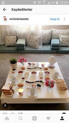 Moroccan Room, Moroccan Interiors, Table Decor Living Room, Living Room Modern, Home Room Design, Living Room Designs, Mediterranean Living Rooms, Kitchen Organisation, Floor Seating