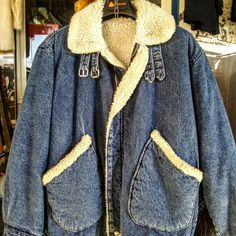 Giaccone jeans con pelliccia bianca anni 80 by Casucci/ 1980s denim jacket with…