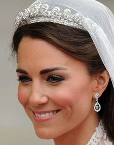 Catherine Middleton. Ahh, yes, to have this sort of wedding. Looking like this, with this kind of grace.