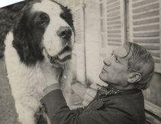 Picasso et son Saint-Bernard, 1930