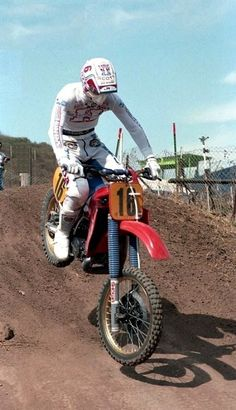 Ron Lechien 1985 USGP riding that Honda like a Mx Racing, Off Road Racing, Motocross Racer, Vintage Motocross, Dirtbikes, The Good Old Days, Cars And Motorcycles, Old School, Honda