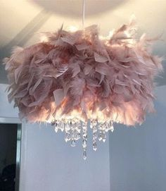 Feather Light Shade, Chandelier Light Shade, Feather Lamp, Light Shades, Chandelier Lighting, Chandeliers, Schönheitssalon Design, Deco Design, Diy Crafts For Home Decor