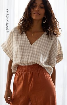 NEW NOW: French linen clothing. A beautiful long pant set that you can Mix and Match. Two new styles, four new colourways. Ready to shop the Elle & Poppy loungewear set. Elle Fashion, Fashion 2020, 80s Fashion, Boho Fashion, Fashion Outfits, Spring Fashion, Classy Fashion, Fashion Lookbook, Modest Fashion