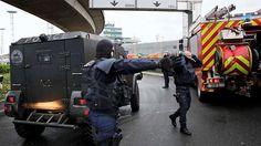 Ataque con arma militar en aeropuerto de Orly, París - http://www.notimundo.com.mx/mundo/ataque-aeropuerto-orly-paris/