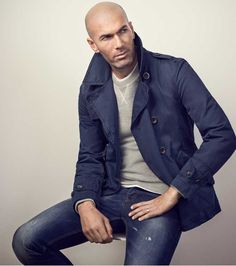 Casual European Mens Fashion Style to Copy - Fashionetter Stylish Mens Fashion, Mens Fashion Suits, Bald Men Fashion, Fashion Edgy, Mens Suits, Style Hommes Chauves, Style Casual, Men Casual, Bald Men Style