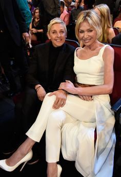 Pin for Later: These Celebrity Couples Couldn't Keep Their Hands Off of Each Other at the PCAs Ellen DeGeneres and Portia de Rossi Ellen Degeneres Wedding, Ellen Degeneres And Portia, Ellen And Portia, Portia De Rossi, Celebrity Couples, Celebrity Gossip, Funny Sports Pictures, Funny Photos, Funny Images