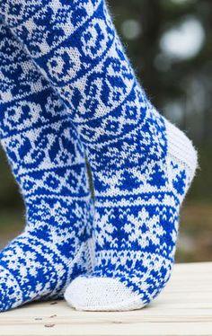 Finlandia-kirjoneulesukat Novita Nalle   Novita knits Knitting Charts, Knitting Socks, Knit Socks, Fair Isle Chart, Mittens, Tatting, Knit Crochet, Pattern, Crafts