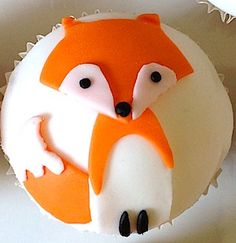Vegan cupcakes decorated for a fox birthday party Fun Cupcakes, Birthday Cupcakes, Cupcake Cakes, Vegan Cupcakes, Baby Birthday, Cake Mail, Cakepops, Fox Cake, Fox Party