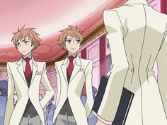 Ouran ~~ Honey's way vs. Mori's way. Love this gif so much!