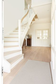 Cottage City Villa - Home Decor Ideas! Escalier Design, House Stairs, Interior Exterior, Room Interior, Home Bedroom, Home Fashion, Cottage Style, Home Deco, Home And Living