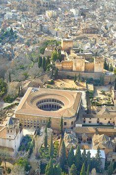 El castillo de Carlos V, dentro de La Alhambra, Granada, España Más Espanha Adgang til vores blog finder meget mere information http://storelatina.com/espana/blog #mokowhiti #španielsko #espagne #Spánn