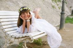 fotos de comunion niña - Google Bilaketa Boys First Communion, Poses, Holi, Birthday Parties, Beauty, Google, Fashion, Communion Dresses, Beach Wear Dresses