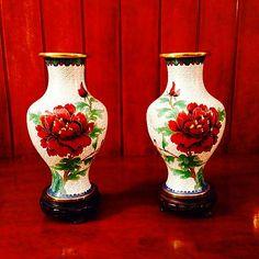 vasi con rose rosse
