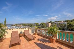 This cosy duplex apartment is located in a community with pool 1. line to the marina in Santa Ponsa - Price 375.000 Euros