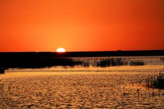 Sonneaufgang auf dem Badain Jaran Wüste. Es ist ein einmaliges Erlebnis mal mit Kamel durch die Wüste zu wandern.