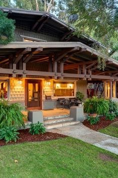 1910 Craftsman In Los Angeles California - Old Houses - Craftsman Exterior, Craftsman Style Homes, Craftsman Bungalows, Craftsman House Plans, Modern House Plans, Interior Exterior, Craftsman Style Interiors, Craftsman Porch, Autocad