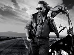 bobby sons of anarchy | He was also fiercely loyal to the club and that loyalty often cost him ...