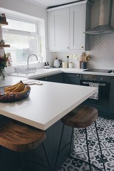 My Two Tone Grey Kitchen Reveal possible kitchen layout. Two tone cabinets, drop in oven and cooktop, open shelves beside window. Also like herringbone tile and gold accents Small Kitchen Tables, Kitchen Tops, Rustic Kitchen, New Kitchen, Kitchen Decor, Kitchen Grey, Kitchen Ideas, Two Tone Kitchen, Black Kitchen Chairs