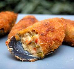 Receta casera de los mejillones rellenos o Tigre, una deliciosa receta con un sofrito de verduras, atún y una bechamel casera, acabando con un rebozado crujiente.