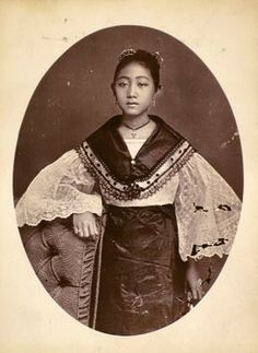 Timeless beauty: Twelve historic photos of charming Filipinas Philippines Fashion, Philippines Culture, Vintage Photographs, Vintage Photos, Manila, Filipino Fashion, Filipino Culture, Filipino Tribal, Village Girl