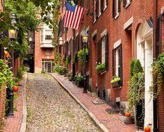 Boston, EE.UU. - Calles Acorn a la izquierda y Vernon a la derecha. Situadas en Beacon Hill, el barrio histórico de Boston. Acorn es conside...