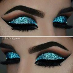 @evatornado blue glitter cut crease makeup #glittercutcrease