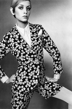 Vintage Fashion Twiggy photographed by Just Jaeckin for Vogue Sixties Fashion, Retro Fashion, Vintage Fashion, 1960s Mod Fashion, Tokyo Street Fashion, Style Twiggy, Twiggy Model, Style Année 60, 1960s Style