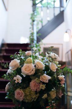 秋の装花 親族だけのご結婚式 シェ松尾松濤レストラン様へ 階段装花