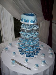 I found my wedding cake idea! And all in mudcake. Cupcake Wedding, Wedding Cakes With Cupcakes, Black Cupcakes, Cupcake Cases, Unique Cakes, Garden Wedding, Wedding Stuff, Icing, Projects To Try