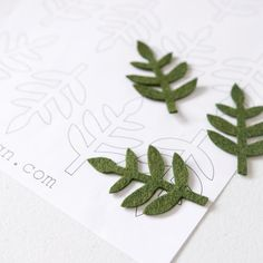 Mini Fern Leaf - Printable PDF Template Hand cutting intricate felt shapes has never been easier! You will love this fern leaf template and the beautiful felt leaves you can cut with it. Simply print off your PDF then use our FREEZER P Felt Flower Template, Felt Flower Tutorial, Leaf Template, Owl Templates, Crown Template, Butterfly Template, Applique Templates, Applique Patterns, Felt Flowers