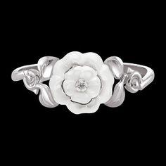 Pulsera Camélia Galbé en oro blanco de 18 quilates, engastado con diamantes talla brillante y cerámica blanca. - CHANEL