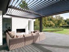 Strakke moderne overkapping lounge corner met kleine for Moderne tuin met overkapping