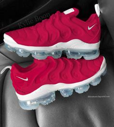 """Raspberry"" Nike Vapormax plus customs. Please allow up to 3 weeks to receive your order. This can be changed at any time without prior notice due. Sock Shoes, Cute Shoes, Me Too Shoes, Shoe Boots, Unique Shoes, Sneaker Heels, Shoes Sneakers, Shoes Heels, Basket Originale"