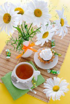 Tea with daisy :-) Good Morning Coffee, Morning Breakfast, Good Morning Flowers, Tea Sandwiches, Tea Art, My Tea, Coffee Love, High Tea, Afternoon Tea