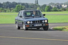 Saga BMW Série 5 : de 1972 à 2020 - BMW Série 5 E28 - L'argus E28 Bmw, Saga, Vehicles, Bmw 5 Series, Motorbikes, Cars, Drawings, Car, Vehicle