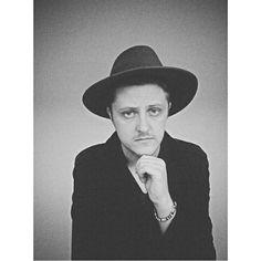 Men hat fashion street style black and white artist Dave Boss . www.instagram.com/daveboss25